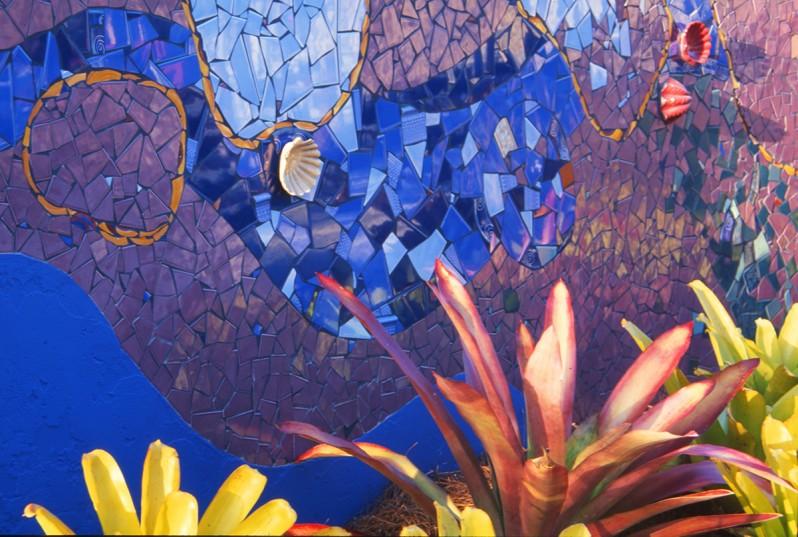 Tropical mosaic garden w gary smith design for Garden wall mosaic designs